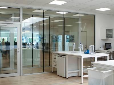 Fra kontorbygning til moderne laboratorium hos Alphalyze